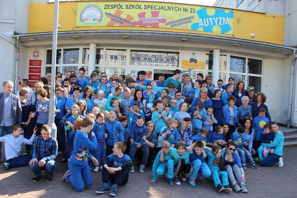 Porażeni na niebiesko w szkole