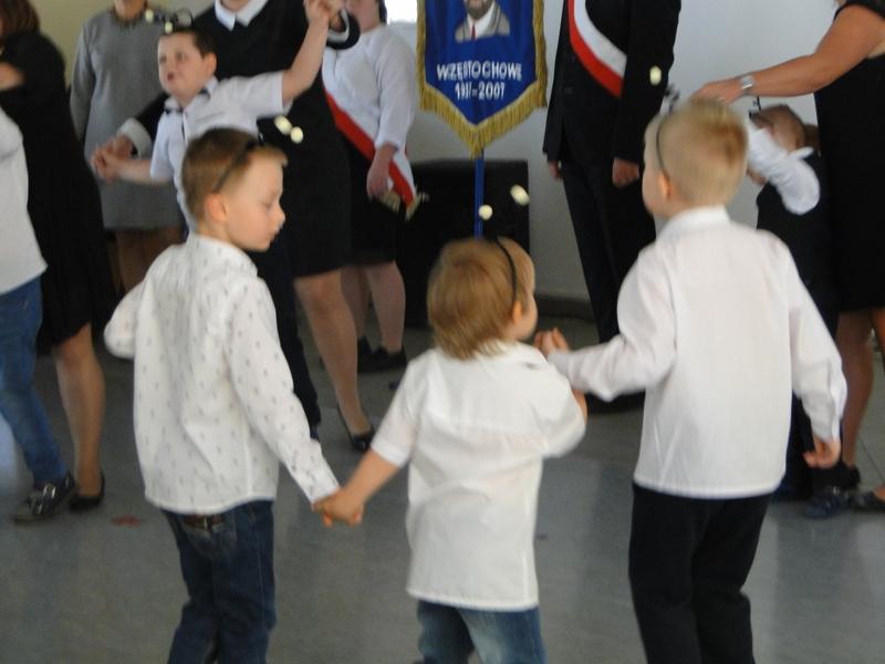 Występ przedszkolaków z okazji Dnia Edukacji Narodowej