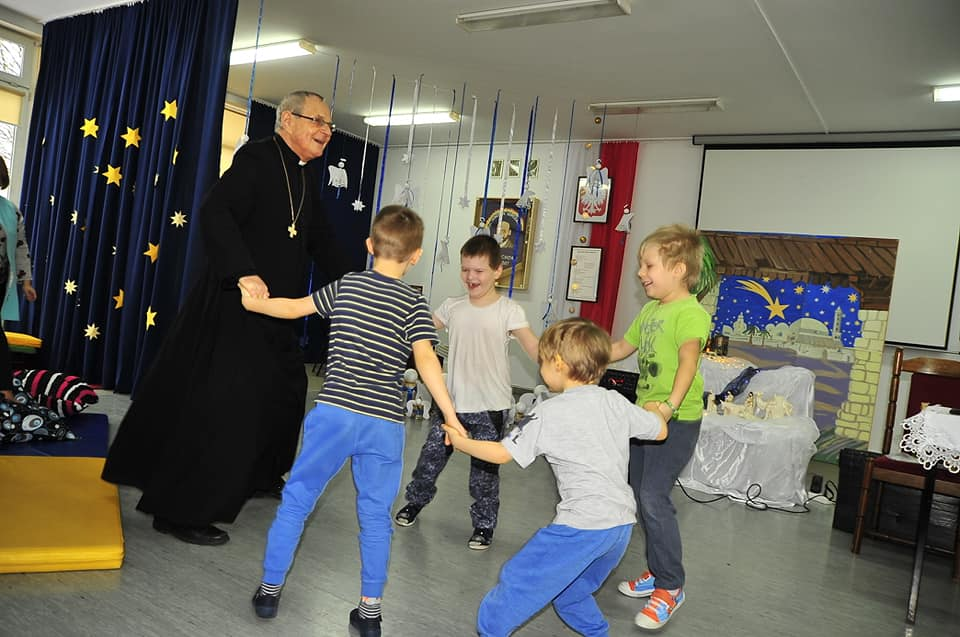 Cała Polska Czyta Dzieciom z Biskupem Antonim Długoszem